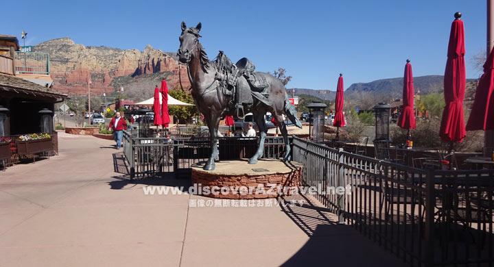 アップタウンセドナにあった馬の銅像